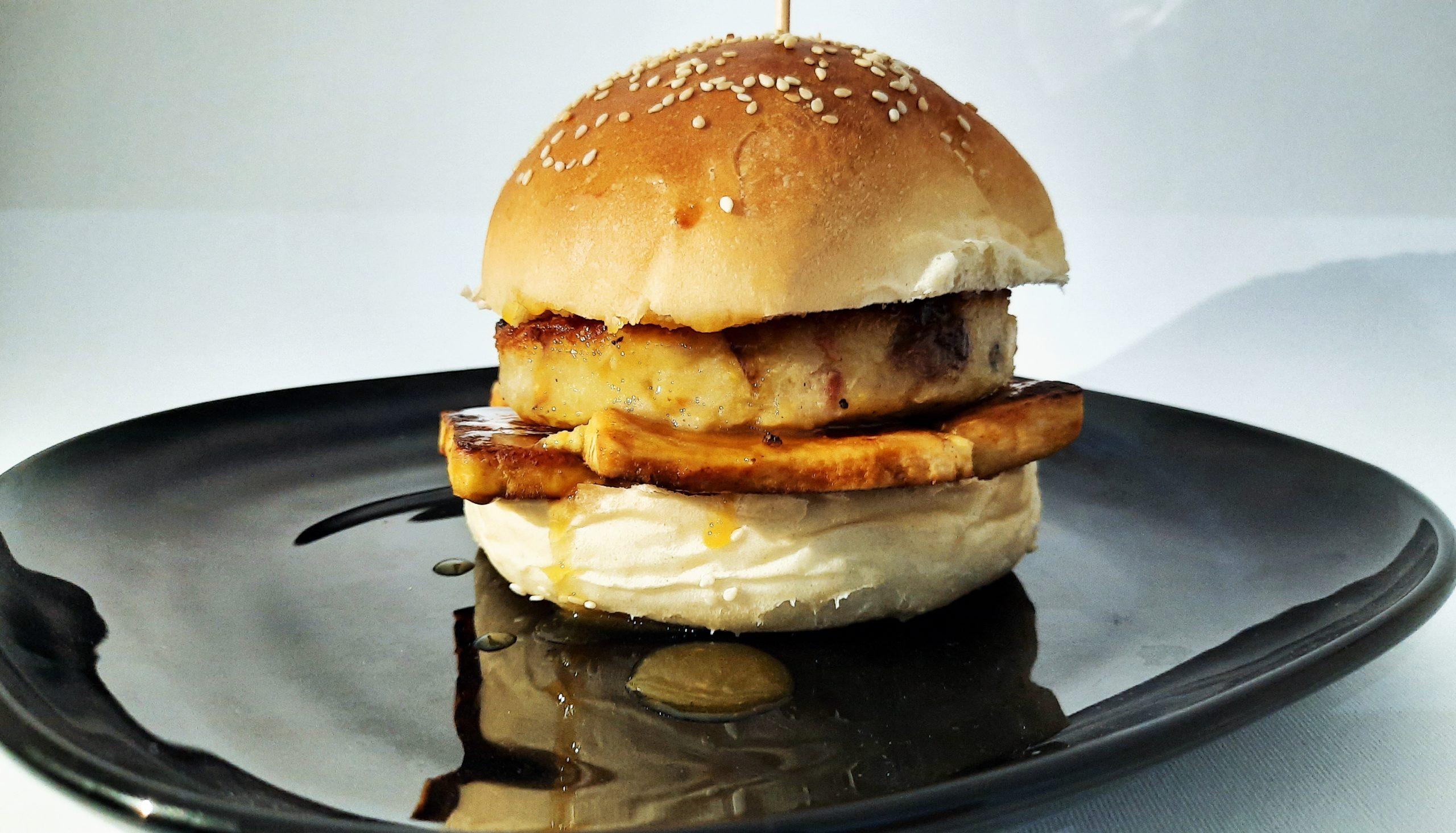 Vegan burger di cavolfiore, funghi e mandorle