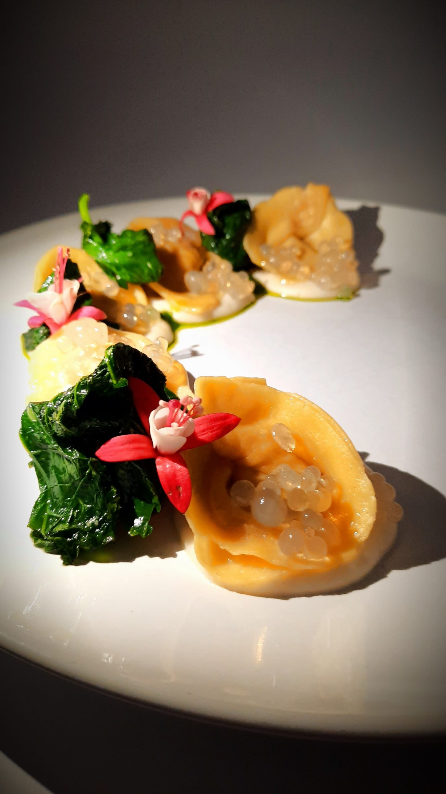 Tortelli ripieni di Asiago Dop e cipolla caramellata, con salsa all'Asiago e friariello campano in tre consistenze