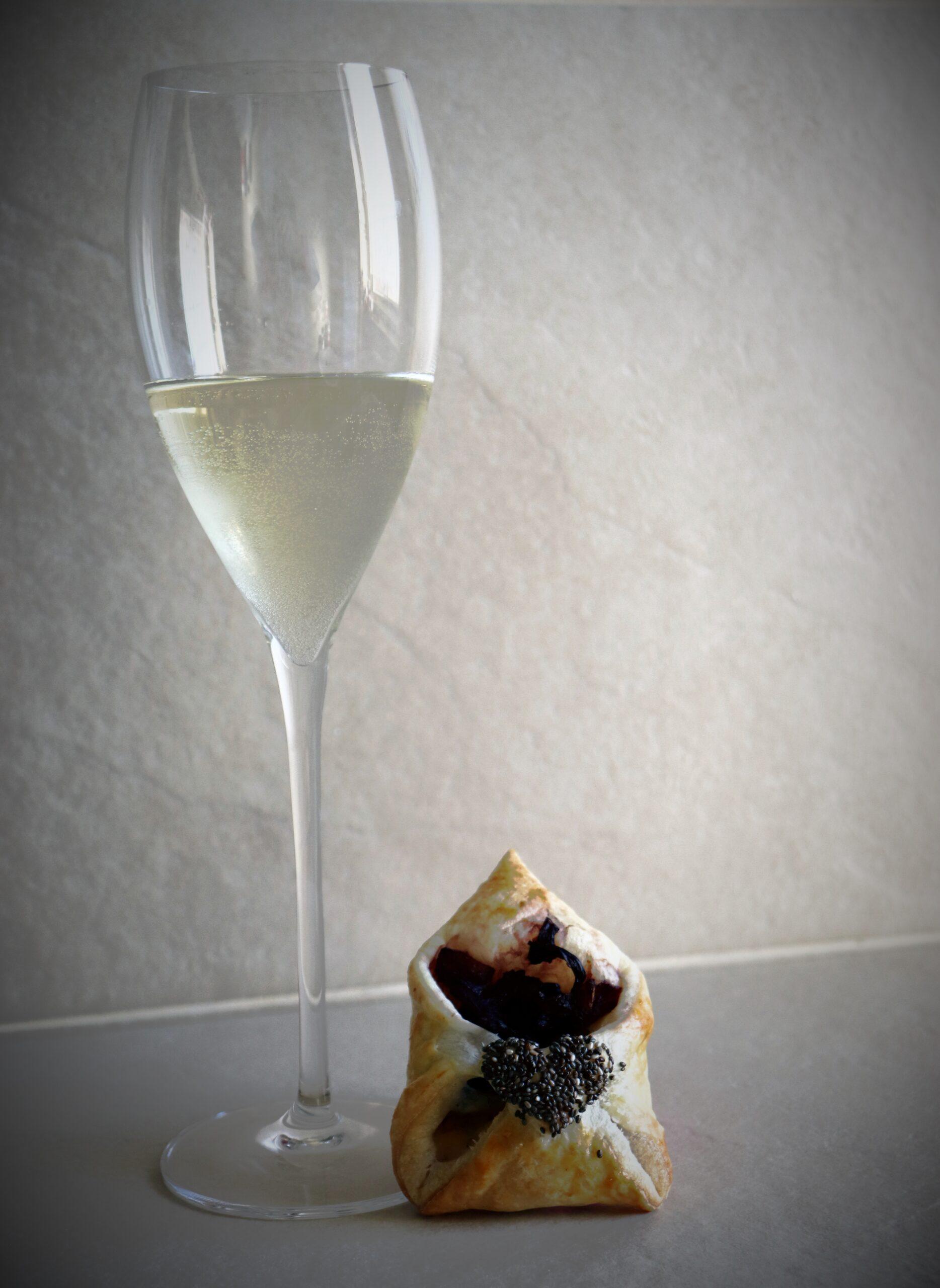 Menù di San Valentino - Bustine di pasta sfoglia con radicchio e scamorza