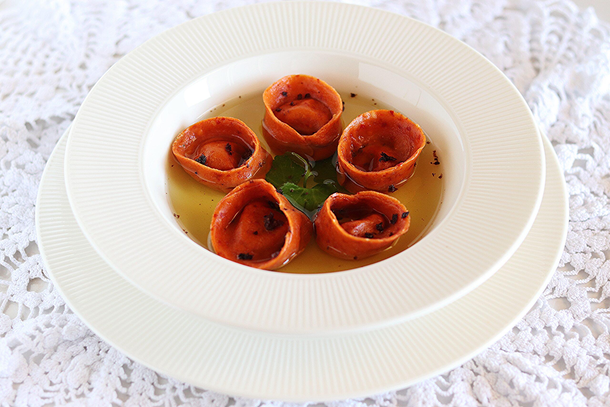 Tortelli di peperone crusco con ceci e brodo allo zafferano